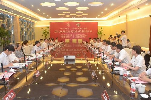 邵力院长(主任)与上海交大分析测试中心彭大银书记